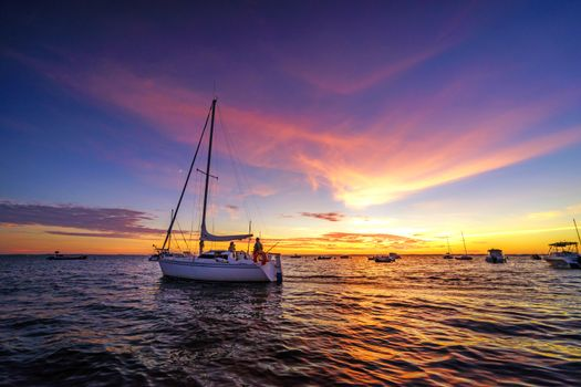 Фото бесплатно море, закат, яхты, лодки