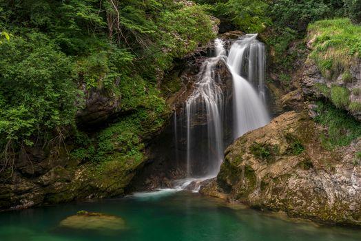 Фото бесплатно водопад, скалы, речка