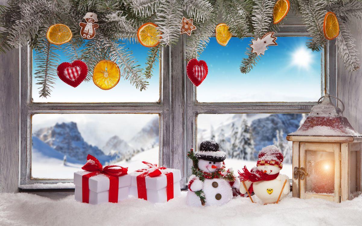 Открытка, картинка новогоднее окно