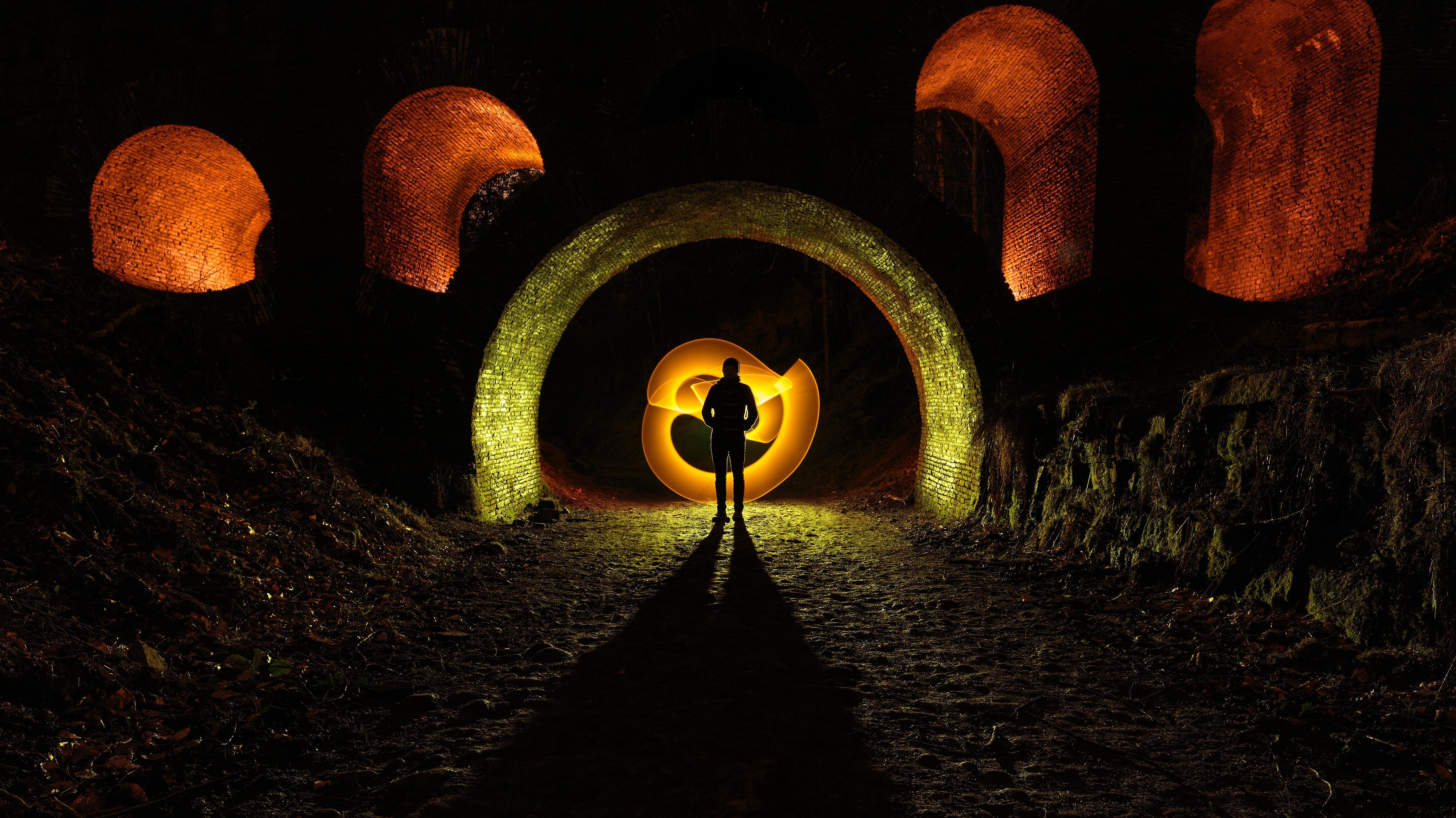 Обои ночь, человек, тоннель, иллюминация