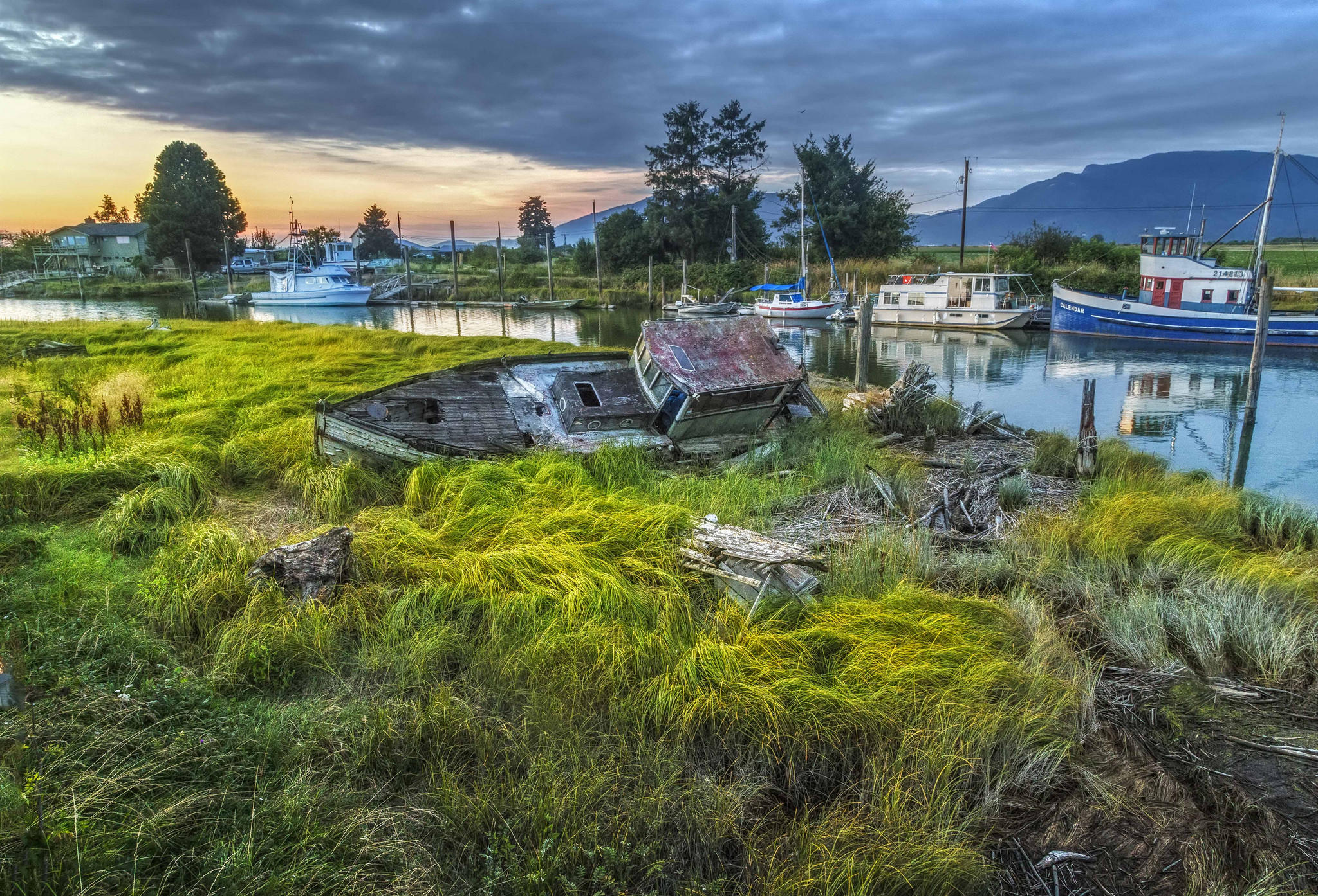 Обои Река Саиш, Скагитская долина, берег, лодки