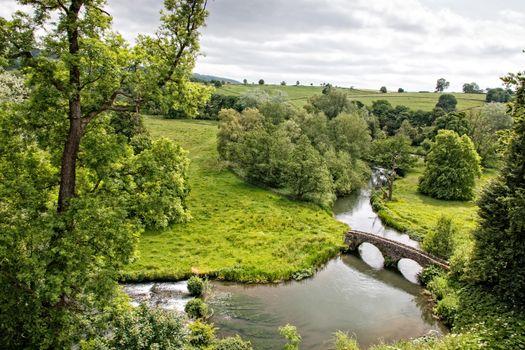 Бесплатные фото Уэльс,Engeland,Река Уай,Хэддон-холл,река,поля,холмы,мост,деревья,пейзаж