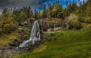 Бесплатные фото Норвегия,горы,скалы,холмы,водопад,лес,деревья
