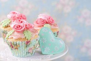Бесплатные фото brithday cake, украшение розы, кексы, крем, выпечка, сердечко