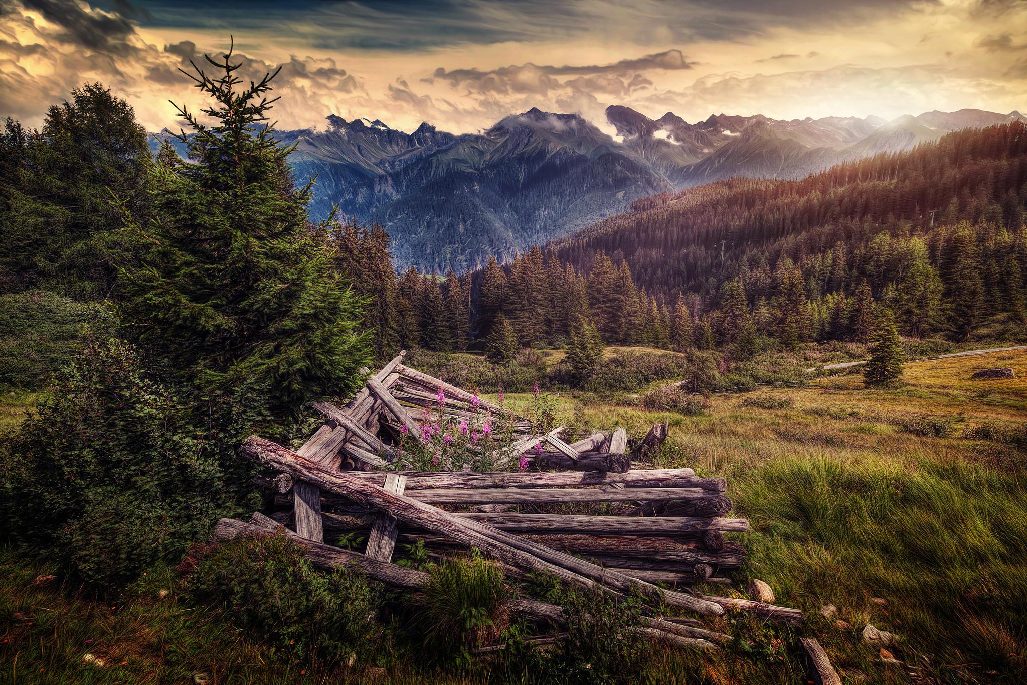закат, горы, холмы, деревья, брёвна, небо, пейзаж