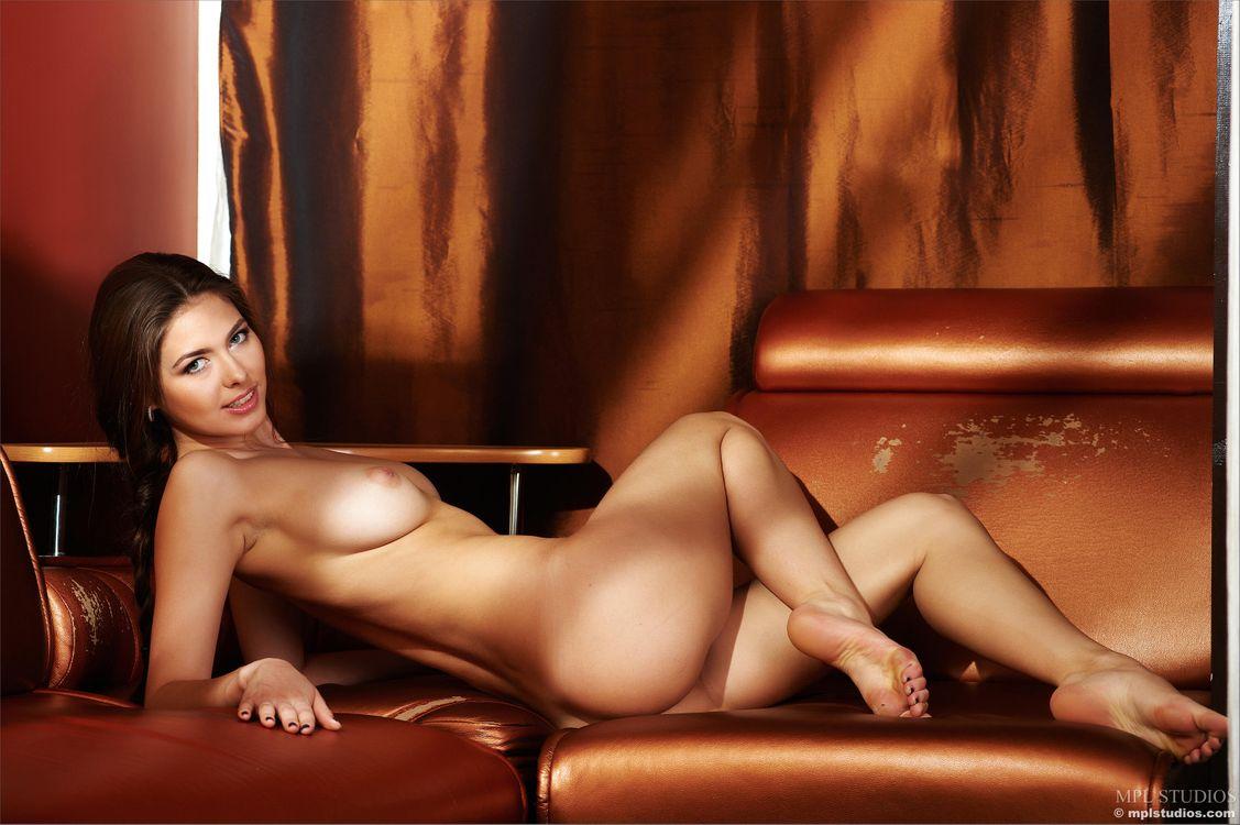 Фото бесплатно Arianna, красотка, голая, голая девушка, обнаженная девушка, позы, поза, сексуальная девушка, модель, эротика, эротика