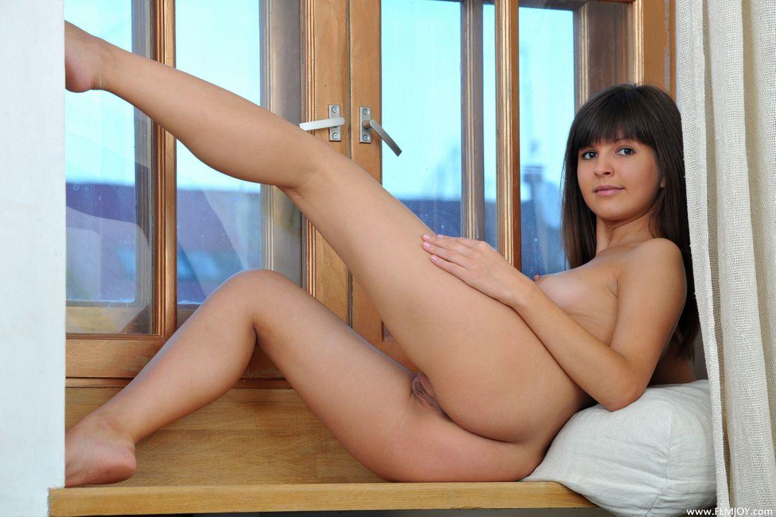 Арина Б раздвинутые ноги · бесплатное фото