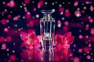 Фото бесплатно флаконы, цветы, духи