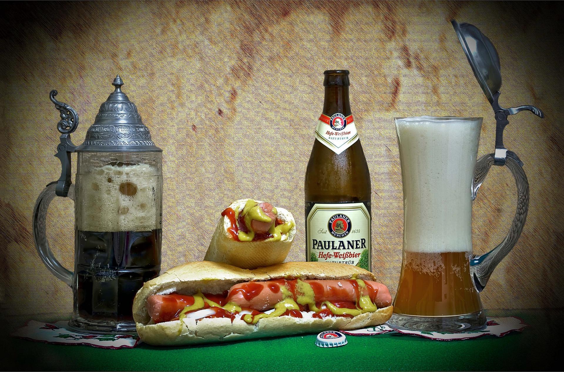 Обои пиво, кружка, бутылка, хот дог