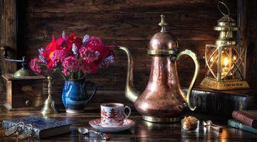 Бесплатные фото лампа,чайник,книги,цветы,букет,натюрморт