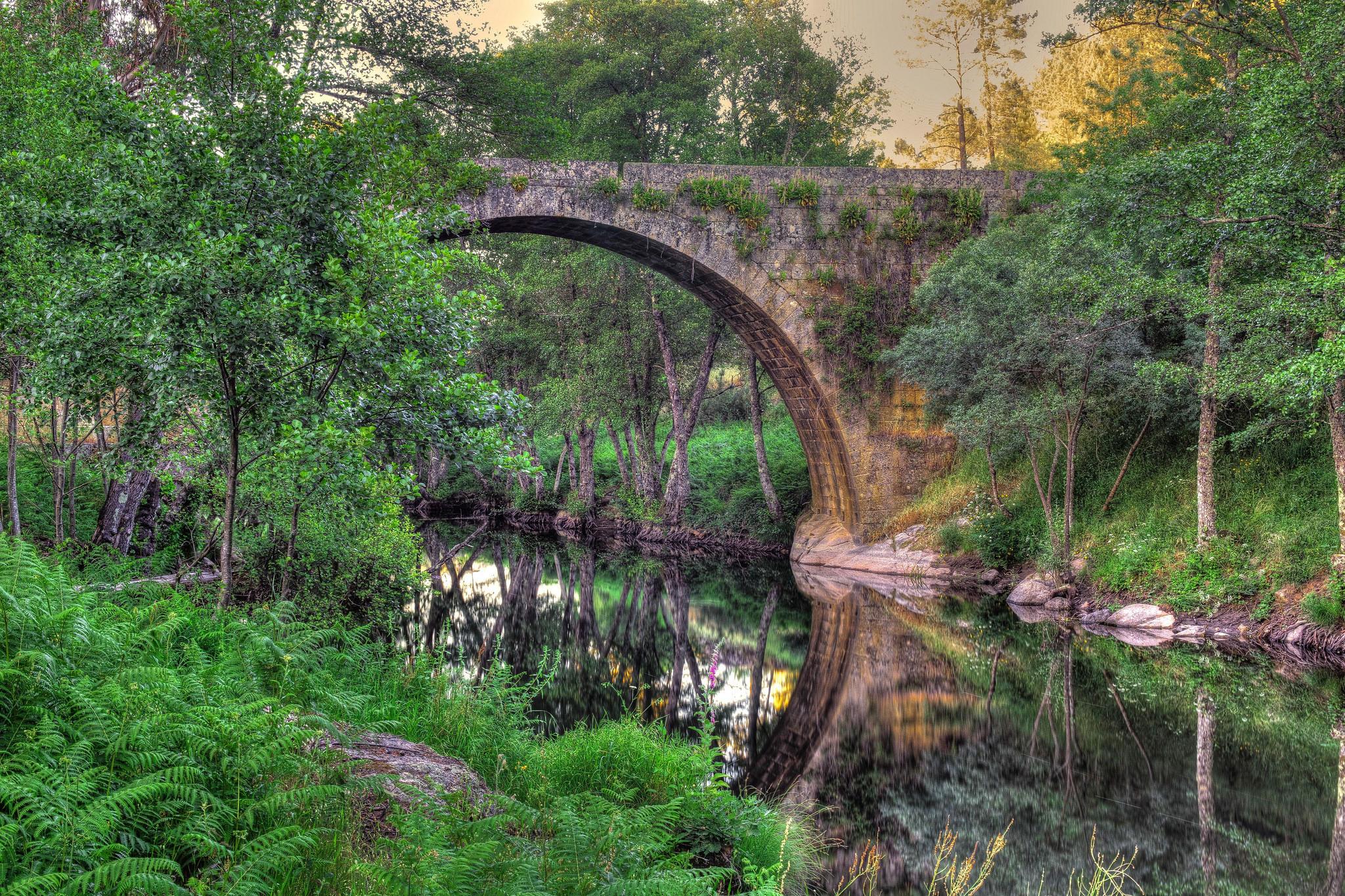 обои Римская мостовая арка, Пеналва-ду-Каштелу, Визеу, Португалия картинки фото