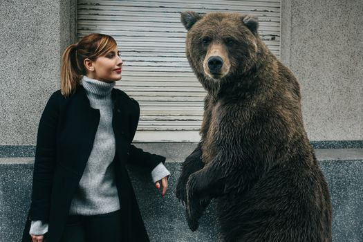 Photo free the girl and the bear, street, house