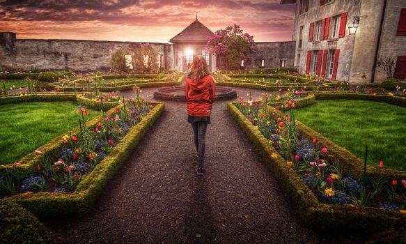 Фото бесплатно Швейцария, Сад замка, природа, Цветы, сад, замок, Вечернее настроение, Вечерний свет, Вечерние цвета, Вечернее небо, девушка