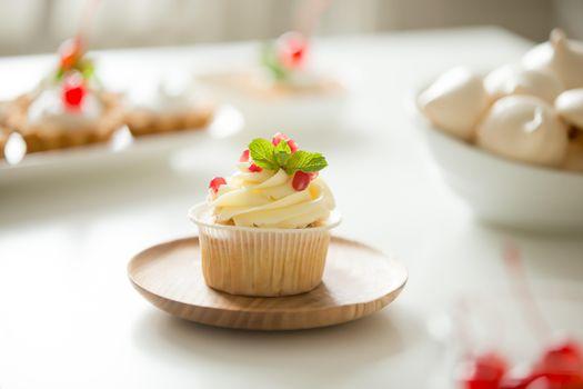 Photo free cupcakes, decoration, cream