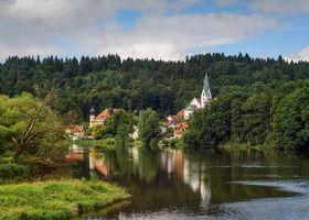 Бесплатные фото Австрия, река, дома, замки, деревья, пейзаж