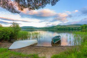 Фото бесплатно Деревня Кинлохард, Троссач, Шотландия, озеро, лодки, холмы, берег, деревья, пейзаж