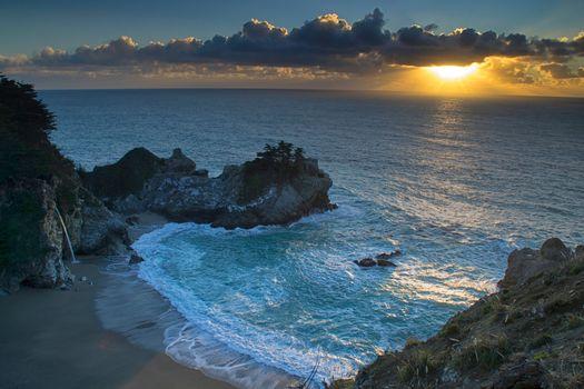 Фото бесплатно Государственный парк Джулии Пфайфер Бернс, пляж McWay Cove, берег