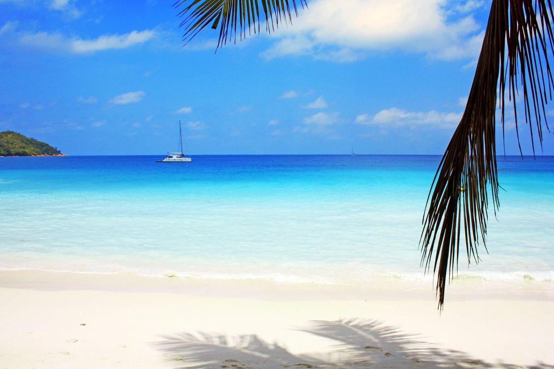 Фото бесплатно тропики, море, пляж, остров, яхта, отдых, пейзажи