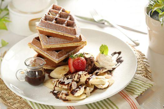 Фото бесплатно сахарная пудра, ягоды, вафли