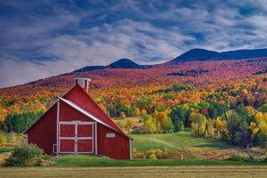 Обои Vermont, осень, холмы, деревья, горы, дома, поля, пейзаж