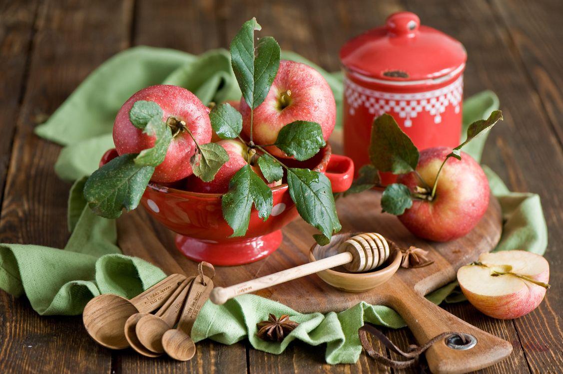 Фото бесплатно yabloki, krasnye, frukty, kapli, еда - скачать на рабочий стол