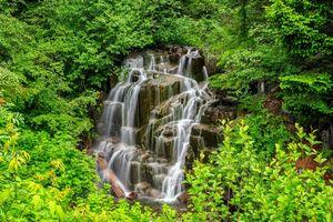 Заставки водопад,деревья,скалы,лес,природа