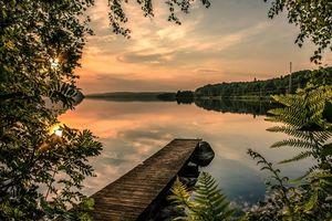 Бесплатные фото закат,озеро,мостик,причал,деревья,пейзаж