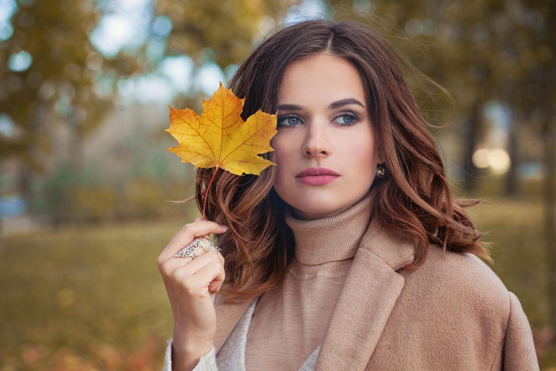 Фото бесплатно Парк, осень, макияж - на рабочий стол