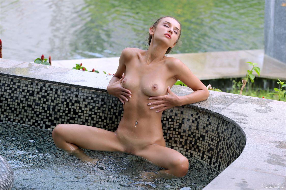 Фото бесплатно Gloria Sol, модель, красотка, голая, голая девушка, обнаженная девушка, позы, поза, сексуальная девушка, эротика, эротика