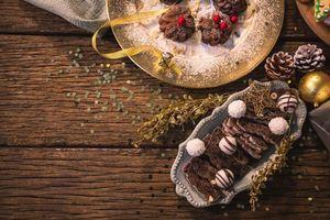 Обои шоколадный кекс, украшение на елку, новый год, шоколадные конфеты, печенье