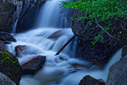 Заставки водопад, течение, камни
