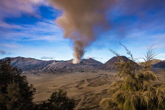Photo free Indonesia, Java, Eruption