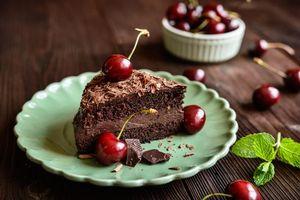 Фото бесплатно шоколад, вишня, сливки