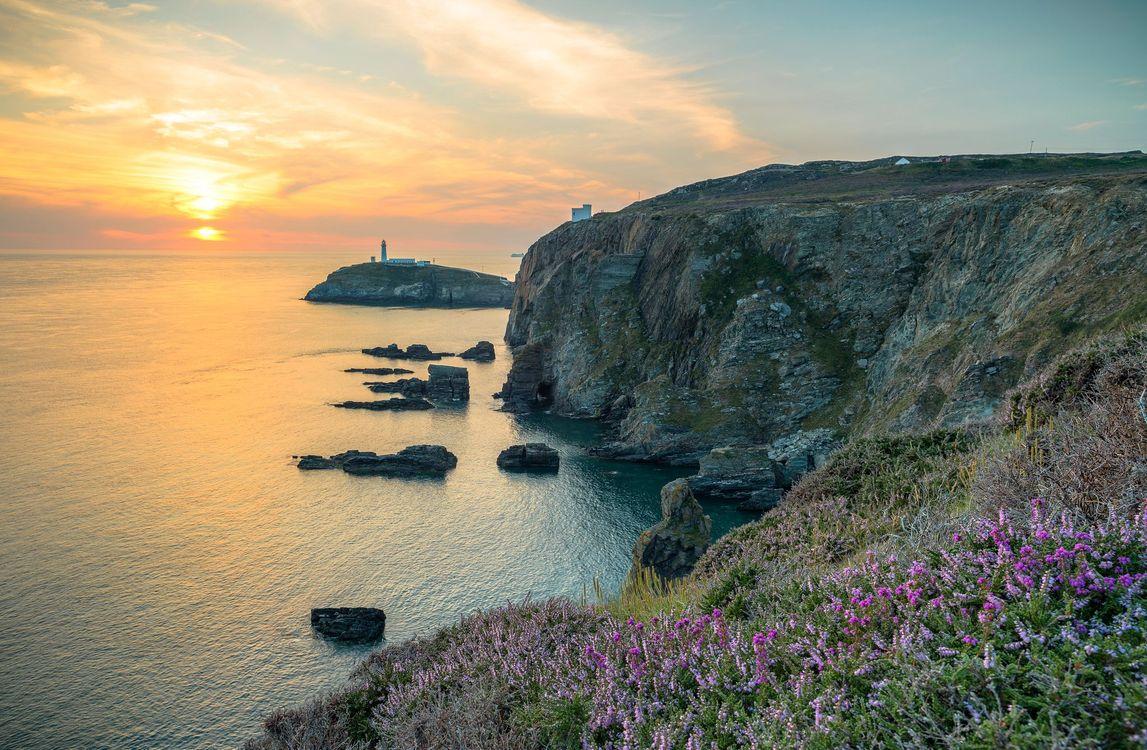 Фото бесплатно Англси, Anglesey, Великобритания, закат, море, маяк, скалы, пейзаж, пейзажи