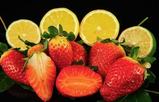 Бесплатные фото клубника,лайм,лимон,чёрный фон,еда,фрукты