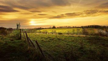 Фото бесплатно поле, закат, забор