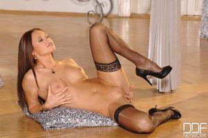 Бесплатные фото Mari Gorgeous,модель,красотка,голая,голая девушка,обнаженная девушка,позы
