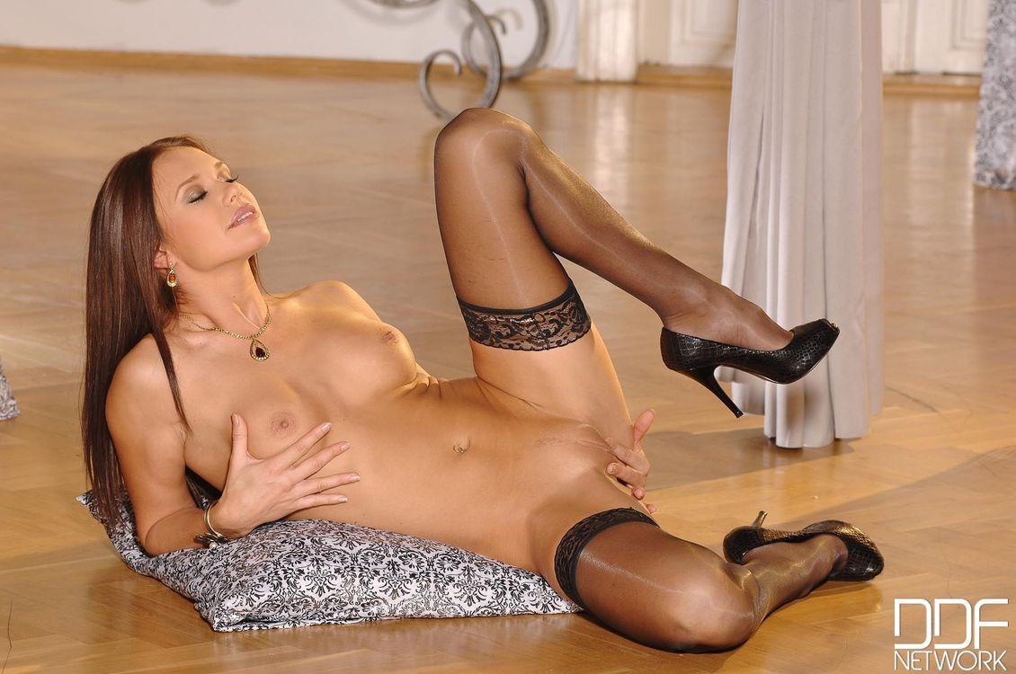Фото бесплатно Mari Gorgeous, модель, красотка, голая, голая девушка, обнаженная девушка, позы, поза, сексуальная девушка, эротика, эротика