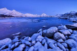 Бесплатные фото закат,озеро,горы,камни,пейзаж,Норвегия