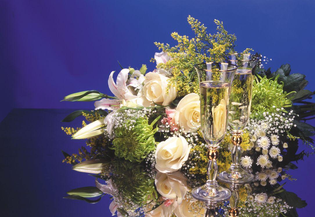 Фото бесплатно букет, розы, цветы, бокалы, вино, цветы
