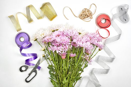 Photo free flowers, scissors, ribbon
