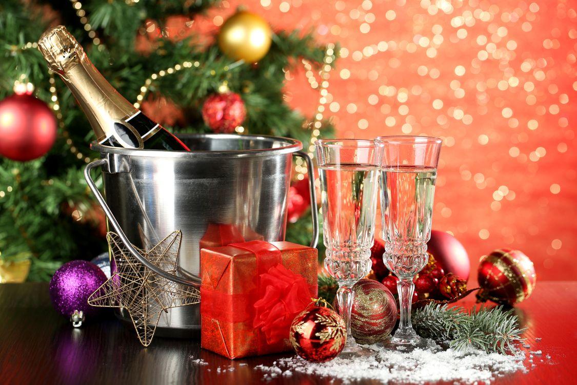 Фото бесплатно Рождество, фон, дизайн, элементы, новогодние обои, новый год, новогодний стиль, новогодняя декорация, игрушки, украшения, шампанское, новый год