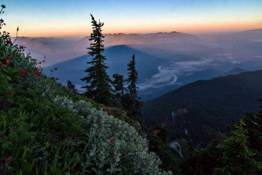 Фото бесплатно Горная тропа Саука, горы, закат