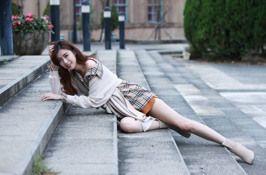 Photo free girls, brown haired, lying
