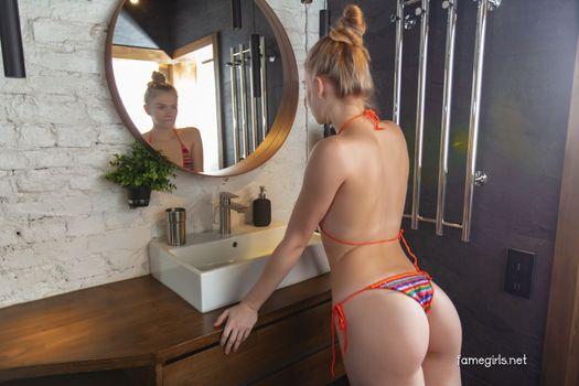 Photo free ass, bikini, blonde