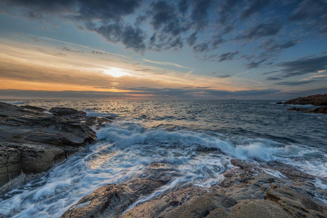 Фото бесплатно море, закат, волны, берег, скалы, пейзаж, пейзажи