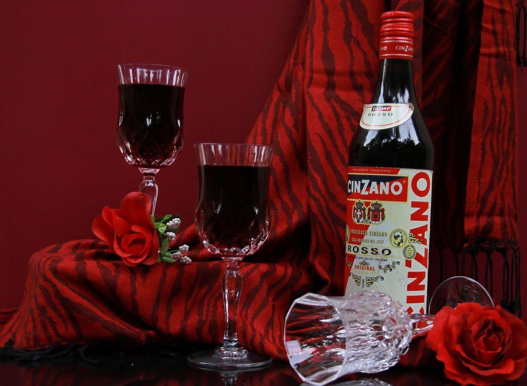 Картинка Натюрморт, Вино, Cinzano, Бокалы для вина, Красные розы на рабочий стол. Скачать фото обои напитки