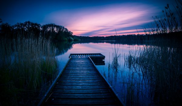 Photo free Coate Water Country Park, Wiltshire, dusk