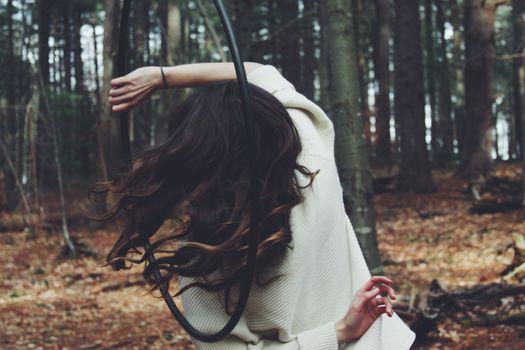 Заставки дерево, лес, женщина