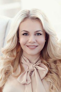 Заставки молодая женщина, блондинка, улыбка
